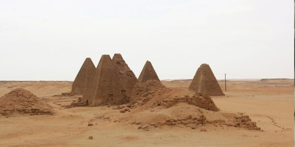أهرام حول العالم .. في ليبيا والسودان وكازاخستان