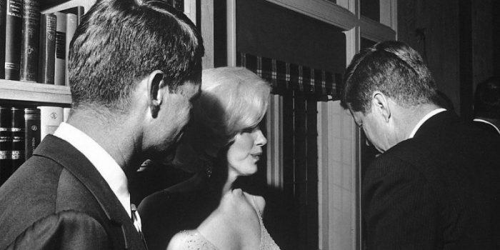 علاقة مارلين مونرو وجون كينيدي .. كذبة صدقها الجميع