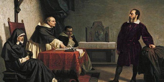 """""""جاليليو جاليلي"""" حاكمته الكنيسة بتهمة الكفر عام 1632 وبرأته بعد 3 قرون"""